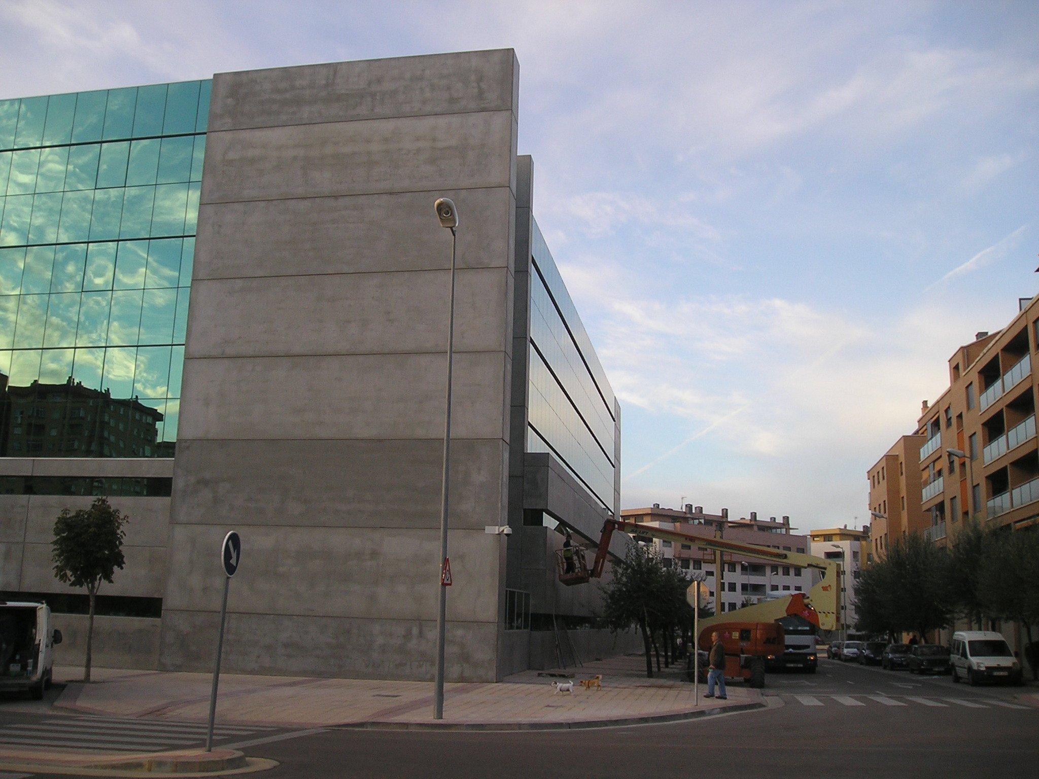 Edificio tesorer a huesca tecnyconta - Fachada hormigon in situ ...